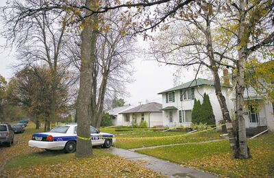 DAVID LIPNOWSKI / WINNIPEG FREE PRESSWinnipeg police remain at the scene on Lindsay Street Monday, after a 25-year-old man suffered a serious assault and was taken to hospital in critical condition.