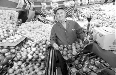 WAYNE GLOWACKI/WINNIPEG FREE PRESS  Joe Cantor in the fruits and produce section, Cantor Quality Meats and Groceries. Nov 23 99