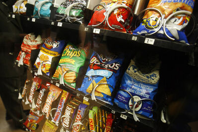 MIKE APORIUS/WINNIPEG FREE PRESS - unhealthy vending machine option at West Kildonan Collegiate June 01/2006