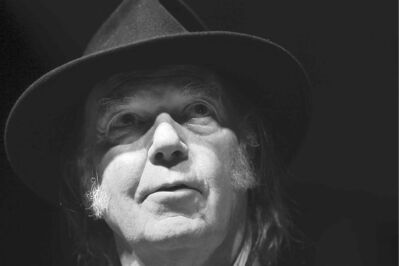 Neil Young appears at a news conference before his concert in Winnipeg on Thursday night. (Joe Bryksa / Winnipeg Free Press files)