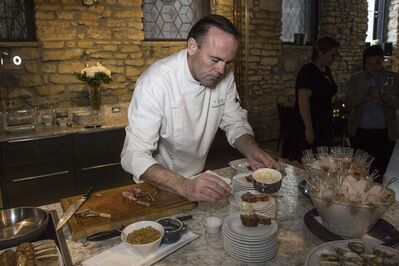 MIKE DEAL / WINNIPEG FREE PRESS</p><p>New York celebrity chef Charlie Palmer gives a private demonstration of his cooking skills for staff at Magellan Luxury Hotels at the Kitchen Sync Thursday evening.</p></p>
