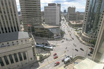 MIKE DEAL / WINNIPEG FREE PRESS filesA roundabout at the iconic intersection of Portage and Main would work for vehicles and pedestrians.