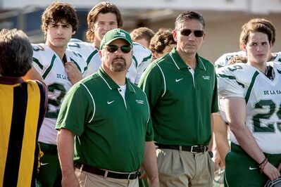 Michael Chiklis (centre, left) and Jim Caviezel (centre, right) on the sidelines in When the Game Stands Tall.