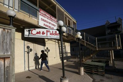 JOHN WOODS / WINNIPEG FREE PRESS</p><p>A woman enters the Cat &amp; Fiddle Nite Club. Amber McFarland was at the Portage la Prairie bar the morning she went missing.</p></p>