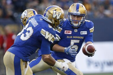 JOHN WOODS / THE CANADIAN PRESS </p><p>Winnipeg Blue Bombers quarterback Drew Willy (5) hands off to Andrew Harris (33) during the first half of Thursday&#39;s game.</p>