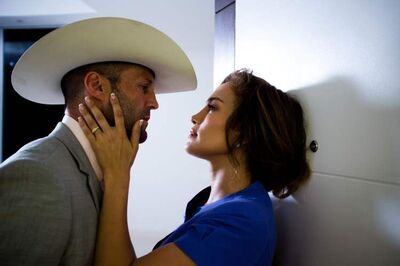 Jason Statham and Jennifer Lopez in Parker.