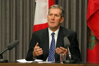 Progressive Conservative Leader Brian Pallister calls Manitoba Hydro's $20-billion construction plans a high-stakes poker game.