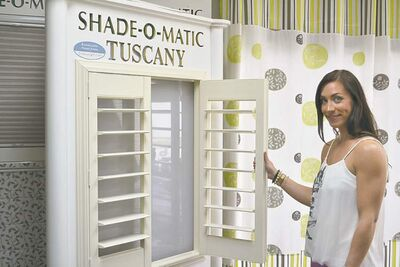 All the shutters in this unit can be adjusted by moving a single shutter up or down.