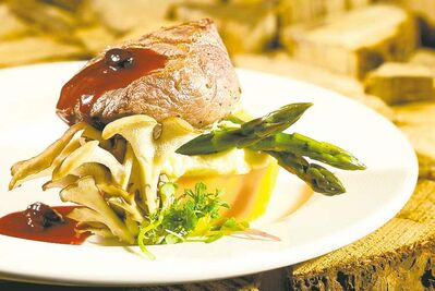 La Traite restaurant blends First Nations inspiration and ingredients fresh from Quebec's farms, lakes and hunts. Here, wapiti and local vegetables.
