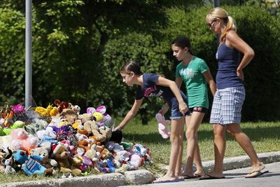 Kelli Parisi and her daughters Erika and Makayla visit a memorial for Anna and Nicholas Gibson, who were drowned in their Winnipeg home last Wednesday. The body of their mother, Lisa Gibson, was recovered from the Assiniboine River on Saturday.