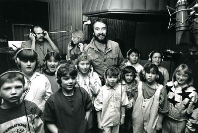 1988. Fred Penner in a Winnipeg recording studio with kids.