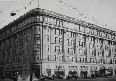 MANITOBA ARCHIVES</p><p>The Hudson&#39;s Bay building on Portage Avenue is just one of the iconic buildings in Winnipeg built with Tyndall Stone.</p>