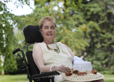 Longtime Winnipeg Free Press columnist Lindor Reynolds prepares to leave Riverview Health Centre to attend her daughter's wedding earlier this month.