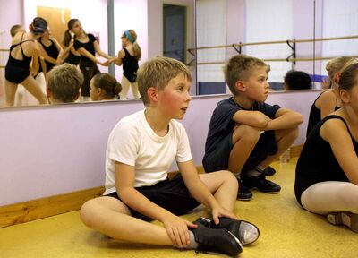 Liam (front) and Avery  take tap lessons at Magic in Motion after school.  (Ruth Bonneville / Winnipeg Free Press)