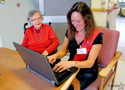 Marilyn McLeod (right) helps Elinor Moen craft an email to her daughter at the Misericordia Health Centre.