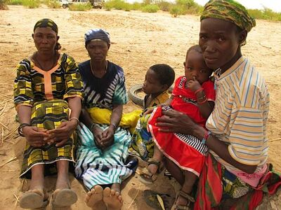 Yapoa Lale (right, with daughter Martine) in the village of Tamfanou, Niger, seen with (from left) Marie Unalile and Marie Boyema.