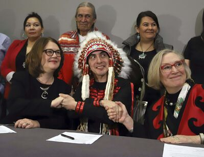 Fred Chartrand / The Canadian Press files</p><p>Indigenous Services Minister Jane Philpott (from left), Grand Chief Arlen Dumas and Northern Affairs Minister Carolyn Bennett shake hands after participating in a signing ceremony to improve child and family services in Manitoba First Nations communities last year.</p>