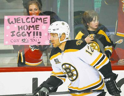 Flames fans gave Jarome Iginla a warm welcome upon his return to Calgary as a Boston Bruin.