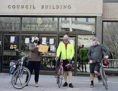 (From left) Mel Marginet, Green Action Centre; Dave Elmore, Bike Week Winnipeg; and Mark Cohoe, Bike Winnipeg. The group delivered a letter to Mayor Brian Bowman to advocate for a walking and cycling network throughout the city.