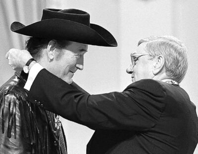 Tom Connors receives his Order of Canada from then-governor general Romeo LeBlanc in 1996.