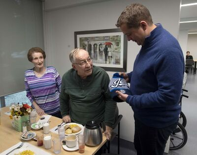 Scheer visited an assisted living facility with local candidate Raquel Dancho. The duo poured coffee and tea for residents and made small talk about the food and the Thanksgiving holiday. (Adrian Wyld / The Canadian Press)