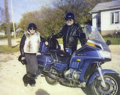 Bonnie and Gerald Korzeniowski ready to go for a ride on their motorcycle in 2010. (SUPPLIED)</p>