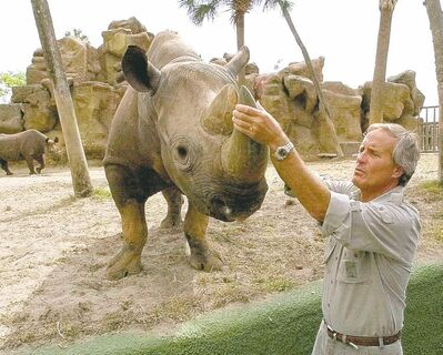 ASSOCIATED PRESS ARCHIVESNope, it�s not Doctor Dolittle... it�s Jack Hanna, and he definitely talks to the animals.
