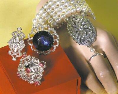 Great Gatsby-inspired hand jewelry bracelet and shimmering rings add a hint of bling to any outfit.