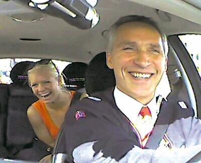 Norwegian Prime Minister Jens Stoltenberg dressed up as a taxi driver and took passengers around Oslo in an unusual election campaign stunt.