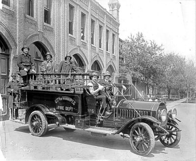 L. B. Foote / Winnipeg Free Press ArchivesStrikebreakers for the Committee of 1,000 took over the fire department when the firefighters joined the strike. Below, a common scene at Portage and Main in the spring of 1919.