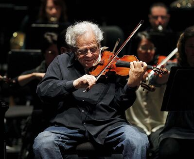 PHIL HOSSACK / WINNIPEG FREE PRESS</p><p>Legendary violinist Itzhak Perlman performed with the Winnipeg Symphony Orchestra on Saturday. Perlman got to know some students from Sistema after a rehearsal earlier in the day.</p></p>