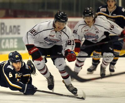 PHIL HOSSACK / Winnipeg Free Press</p><p>The OCN Blizzard play against the Winnipeg Blues last season. The Blizzard will continue to be co-managed by Opaskwayak Cree Nation and three local owners who recently struck a deal to purchase the Manitoba Junior Hockey League franchise.</p></p>