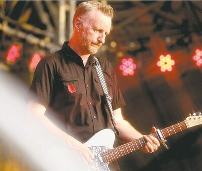 British singer-songwriter Billy Bragg offered some philosophy along with his music Thursday.