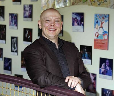 Manitoba Theatre for Young People artistic director Derek Aasland is stepping down June 30 after helping to turn the financially troubled theatre's fortunes around.