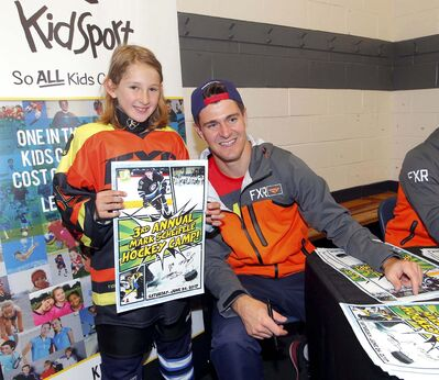 BORIS MINKEVICH / WINNIPEG FREE PRESS</p><p>After an on-ice session, Gabby Robbins poses for a photo with Mark Scheifele Saturday.</p>