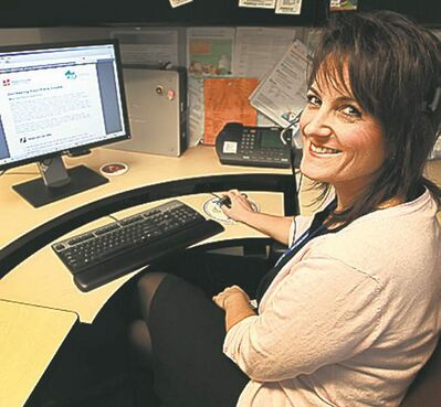 JOE BRYKSA / WINNIPEG FREE PRESSManitobans now have access to a free Dial-A-Dietitian service. Coralee Hill answers calls from the provincial call centre located at the Misericordia Health Centre.