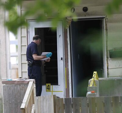 WAYNE GLOWACKI / WINNIPEG FREE PRESS</p><p>Winnipeg Police investigate the crime scene in front of a house located at 570 Spence St. near Sargent Avenue Saturday afternoon.</p>