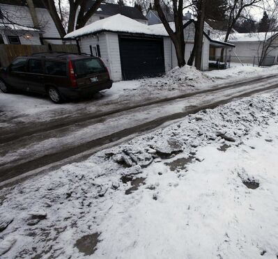 PHIL HOSSACK / WINNIPEG FREE PRESS</p><p>Neighbours were all able to get in and out of their small driveways.</p>