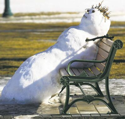Help Me I�m Melllllting- A snowman melts on a bench on the grounds of the Manitoba Legislature in Winnipeg Sunday afternoon. Temperatures hit double digits are predicted to continue throughout the week-see Carol Sanders weather story- March 11, 2012   (JOE BRYKSA / WINNIPEG FREE PRESS)