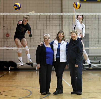 Donna Dawson (from left in foreground), Joan Chaput and Sharon Martin were teammates on the trail-blazing 1970-71 national champions.