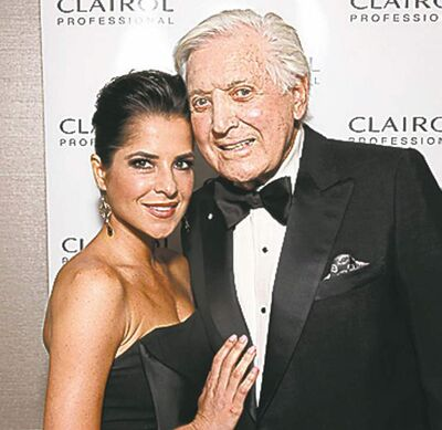 General Hospital�s Kelly Monaco with Monty Hall.