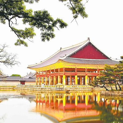 A pavilion on the grounds of Gyeongbokgung Palace, whose history dates to the Josean Dynasty of the 1300s, although much of it has been rebuilt.