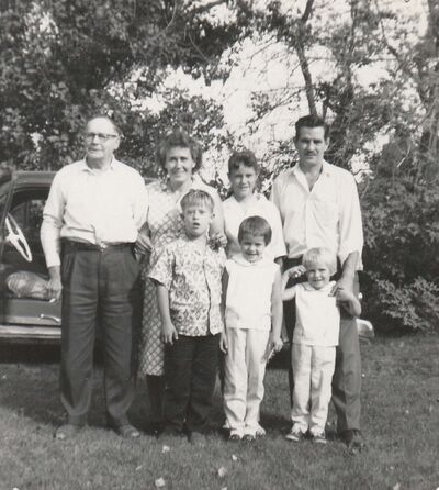 Bob with his parents Cicely and Len, his sisters Barbara, Sheila and Kathy, and his Grandpa Vince Sharp circa 1961.</p>