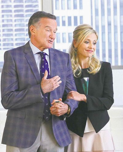 Williams  and his  TV daughter  Sarah Michelle Gellar on  The Crazy Ones.