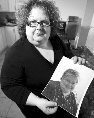 TREVOR HAGAN / WINNIPEG FREE PRESS archives Dana Brenan holds a photo of her mother, Heather Brenan, who died Jan. 28, 2012 from a bilateral pulmonary embolism.