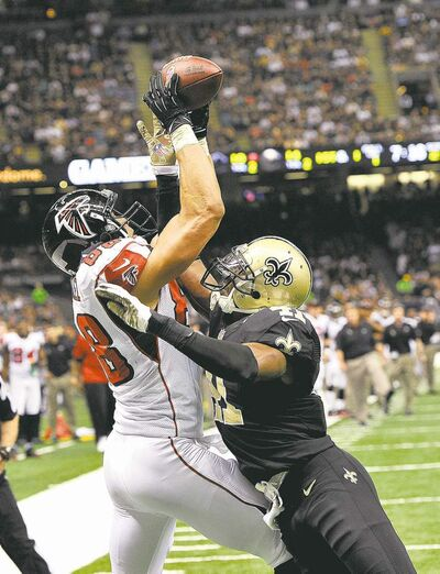 bill feig / the associated pressSaints strong safety Roman Harper (right) breaks up a pass intended for Atlanta Falcons tight end Tony Gonzalez.