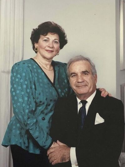 Dorys and Morris on their 40th wedding anniversary in 1989.</p></p>