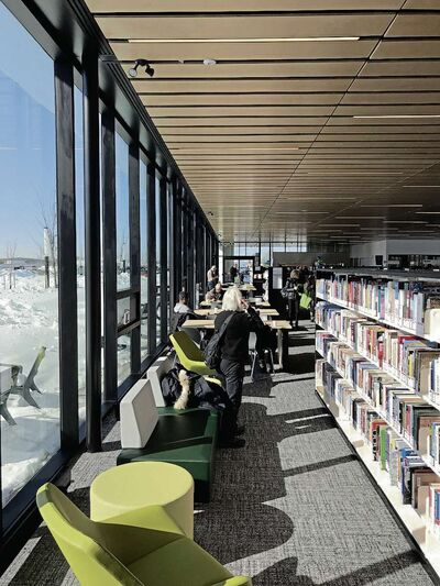 The interior of the nearly 14,000 square foot Transcona Library features an accessible open concept with floor to ceiling windows along the south and north walls. (SHELDON BIRNIE/CANSTAR/THE HERALD)