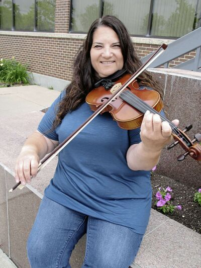 Island Lakes resident Patti Kusturok has been inducted into the North American Fiddlers' Hall of Fame.