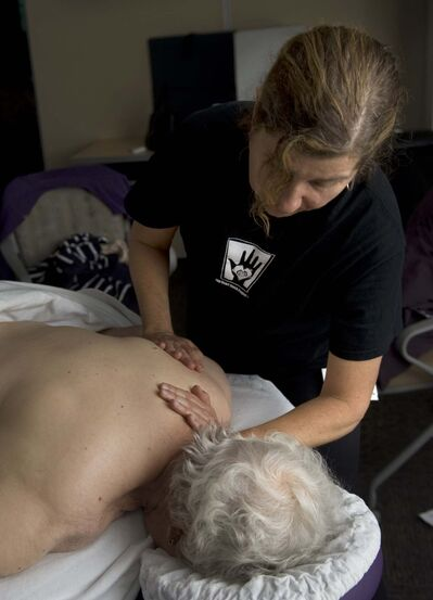 Massage therapist (Ana Venegas / Orange County)</p>